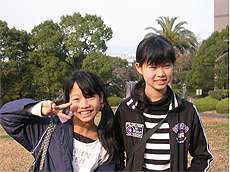 MWさん(14歳)、MWさん(12歳)&KWさん(姉妹のお母さん)